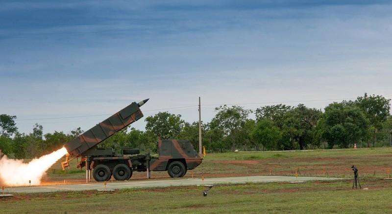 Exército demonstra funcionamento do Sistema Astros de Foguetes